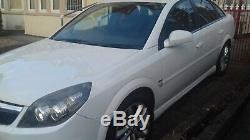 VAUXHALL VECTRA 1.9 SRI CDTI 150 5 DOOR HATCHBACK- Diesel MERCEDES WHITE