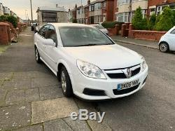 White Vauxhall Vectra 2006 MK ii 1.9CDTI Part Leather and Paperwork